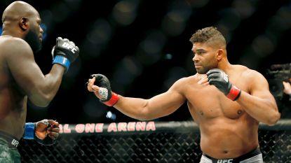 MMA'er stevent af op zege, tot vier seconden voor het eind zijn bovenlip scheurt na mokerslag van opponent