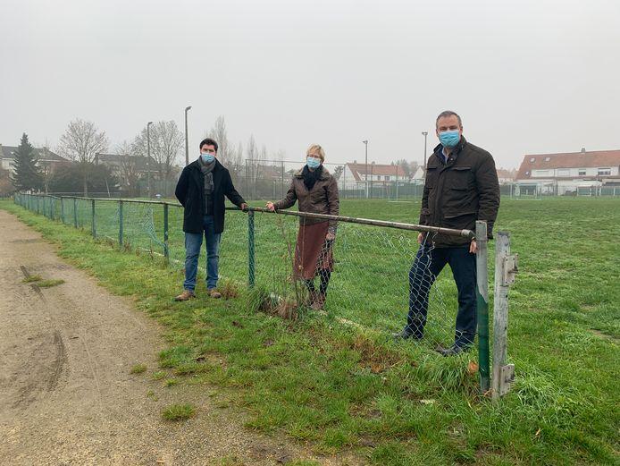 Op prospectie bij de Sportschuur in Wolvertem - Meise vlnr: Jonathan De Valck, Gerda Van den Brande en Roel Anciaux
