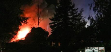 Feestzalen vakantiepark gaan in vlammen op bij brand in Bant