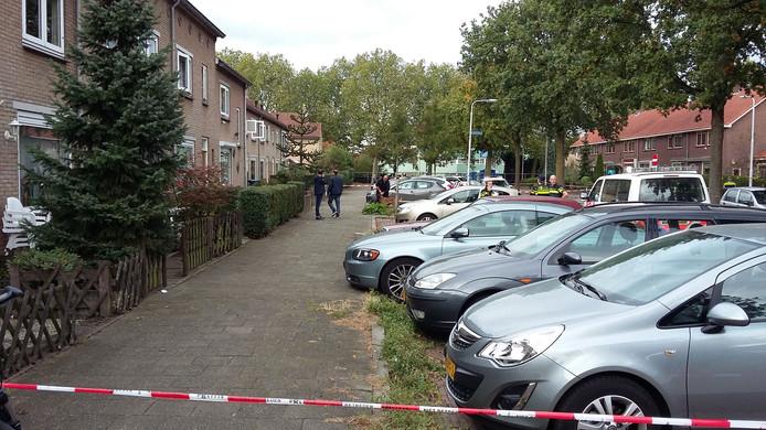 De Niersstraat in Nijmegen is afgezet met linten na een schietpartij.