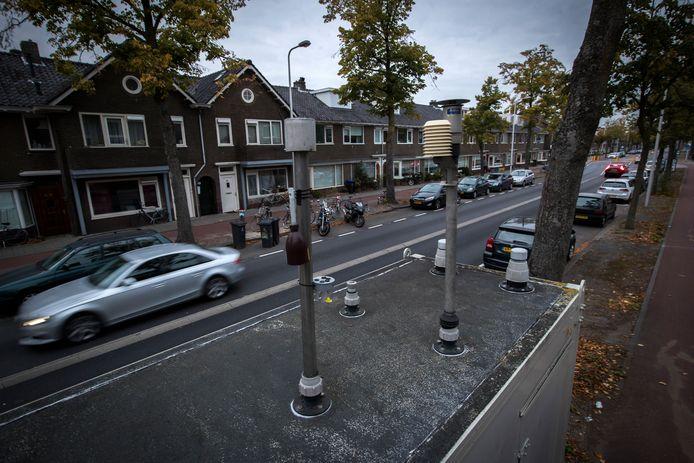 Een mobiel meetstation van het RIVM meet in Utrecht de luchtkwaliteit. (archieffoto).