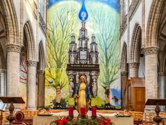 XXL kunstwerk op scheidingswand fleurt Sint-Martinuskerk op tijdens werken