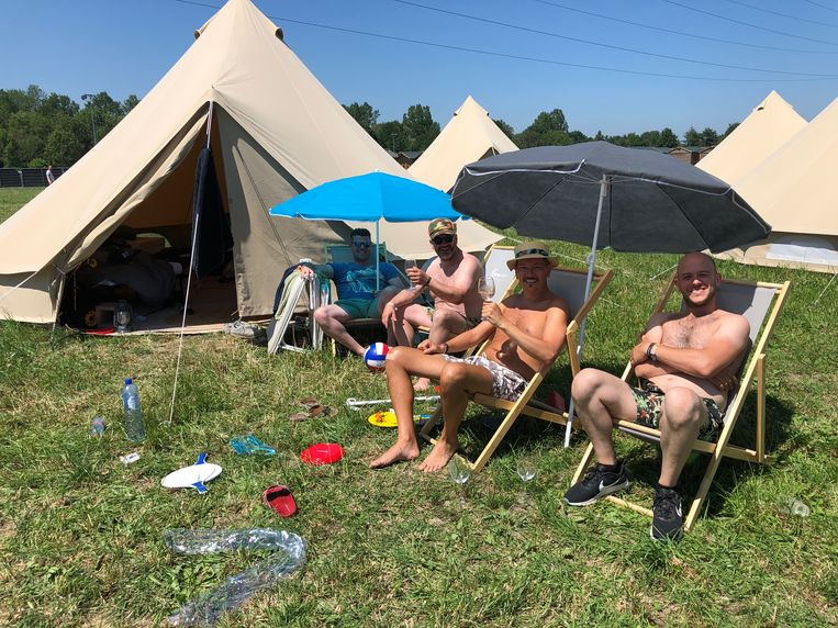 Dit jaar waren er voor het eerst ook 'rockbells': luxe tenten voor groepen van zes personen