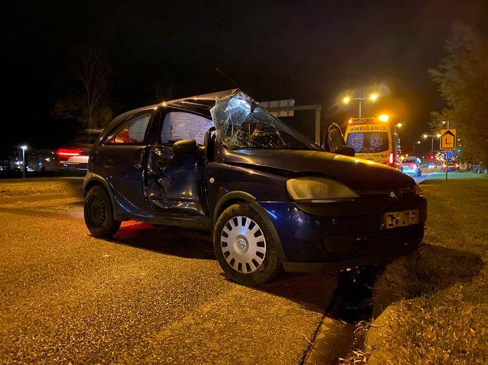 De zwaarbeschadigde auto moest worden geborgen.