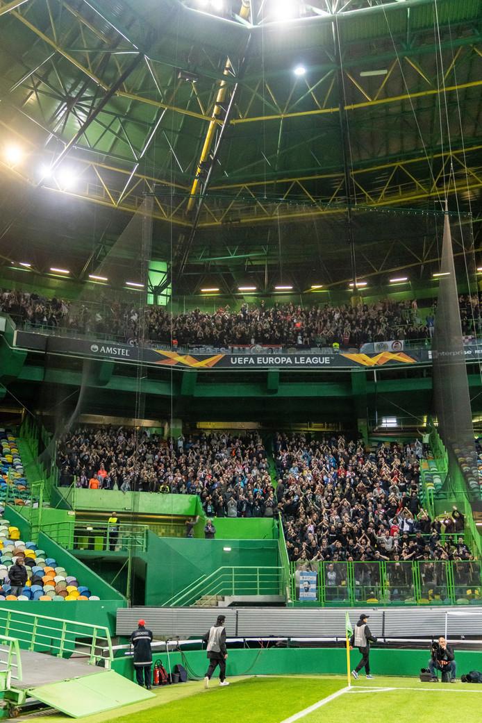 Het uitvak met PSV-supporters in Estádio José Alvalade XXI in Lissabon.