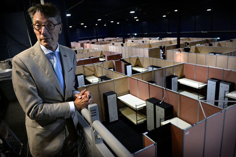Dirk Lips van het Autotron in Rosmalen, waar 500vluchtelingen worden opgevangen. Beeld Marcel van den Bergh / de Volkskrant