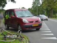 Lichtgewonden bij botsing tussen fietser, skater en auto op N316