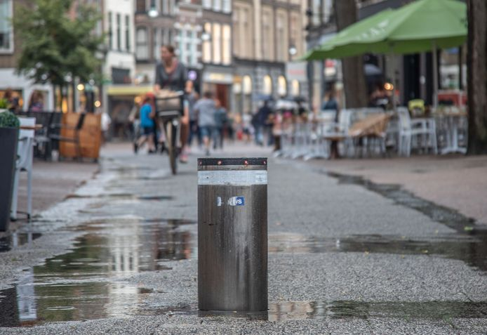 Dit jaar moet er duidelijkheid komen over de toekomst van dit soort verzinkbare paaltjes in Zwolle.