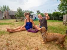 Bij Wilfred en Anne kampeer je gratis in de achtertuin: 'Voor mensen die het financieel zwaar hebben'