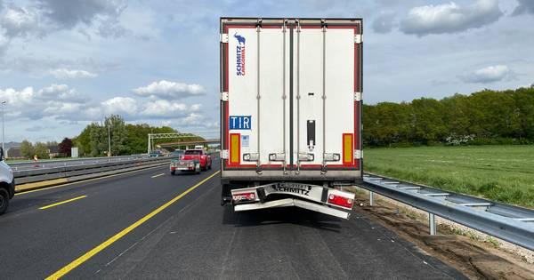 Meerdere ongelukken op A1 bij Holten zorgen voor flinke verkeerschaos.