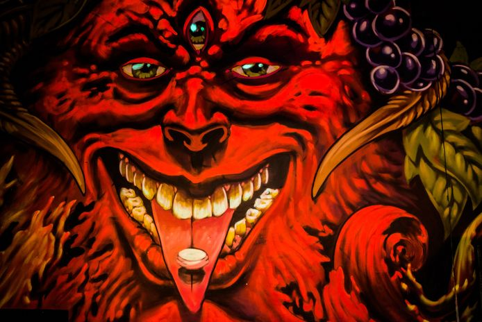Graffiti van Bachusfiguur in de 'feestzaal' van de Charlatan, die voor de gelegenheid tot 'Belgica' werd omgedoopt. Werk van graffitikunstenaar A Squid Called Sebastian.