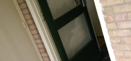 Woedende Warnsvelder slaat huisraad in Vaassen aan gort en raakt gewond