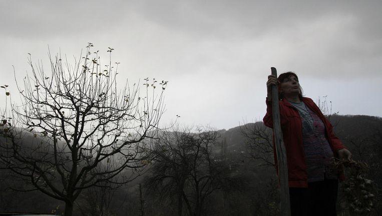 Milka Prokic beschermt zich met knoflook. Beeld ap