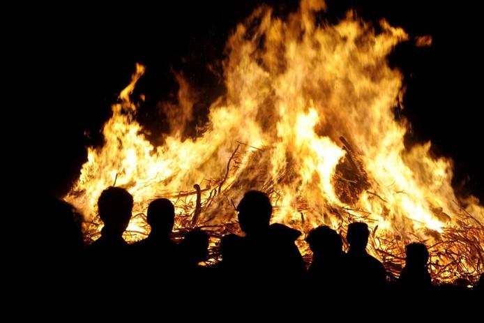 Het paasvuur brandt.