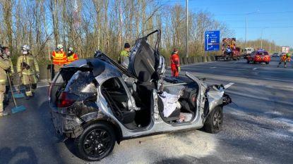 Auto knalt tegen signalisatiewagen op E19 in Kontich: bestuurder zwaargewond