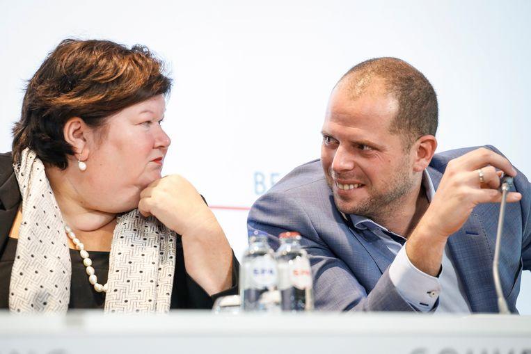 Maggie De Block en Theo Francken toen ze nog samen in de regering zaten en er van concurrentie tussen de twee nog geen sprake was.