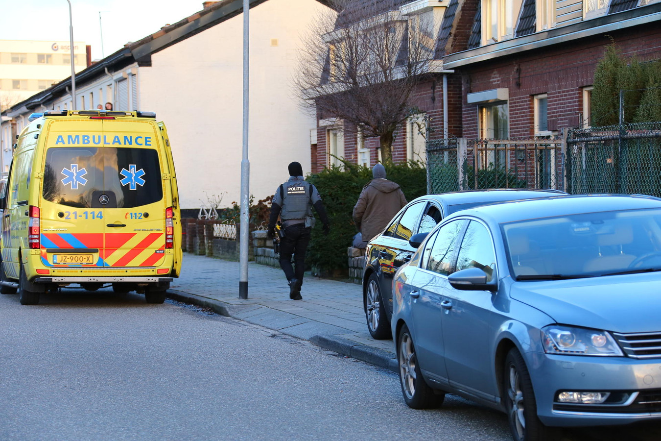 Arrestatieteam bij woning Berghem