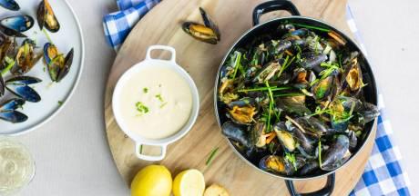 Wat Eten We Vandaag: Mosselen in witte wijnsaus met knoflookbrood