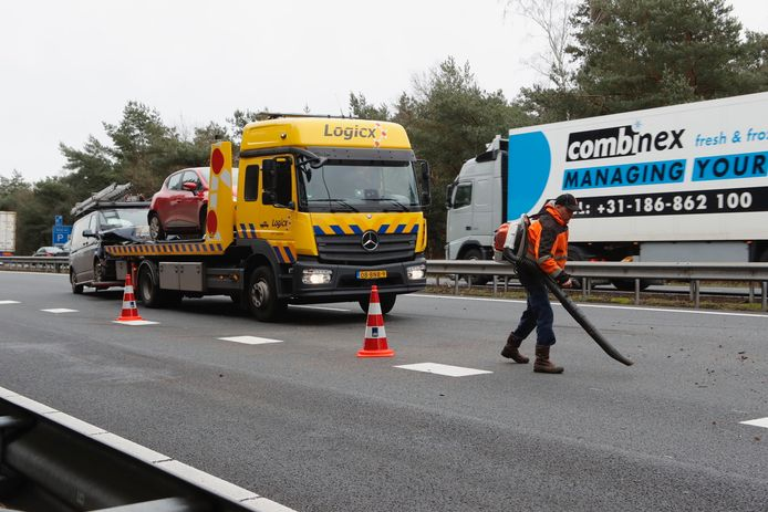 A67 wordt na ongeluk met meerdere voertuigen schoongemaakt.