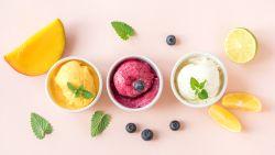 Gezond, lekker én je hebt er maar 2 ingrediënten voor nodig: 5 gemakkelijke receptjes om zelf ijs te maken