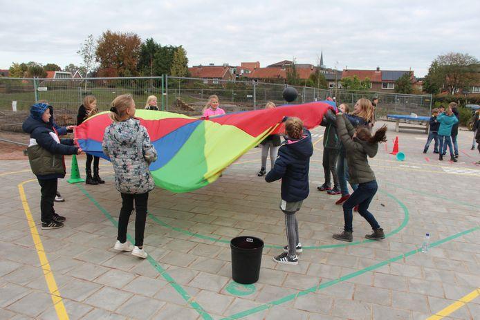 Leerlingen van Sterrenpalet en de Marienschule samen in actie tijdens spelletjes van Beweeg Wijs