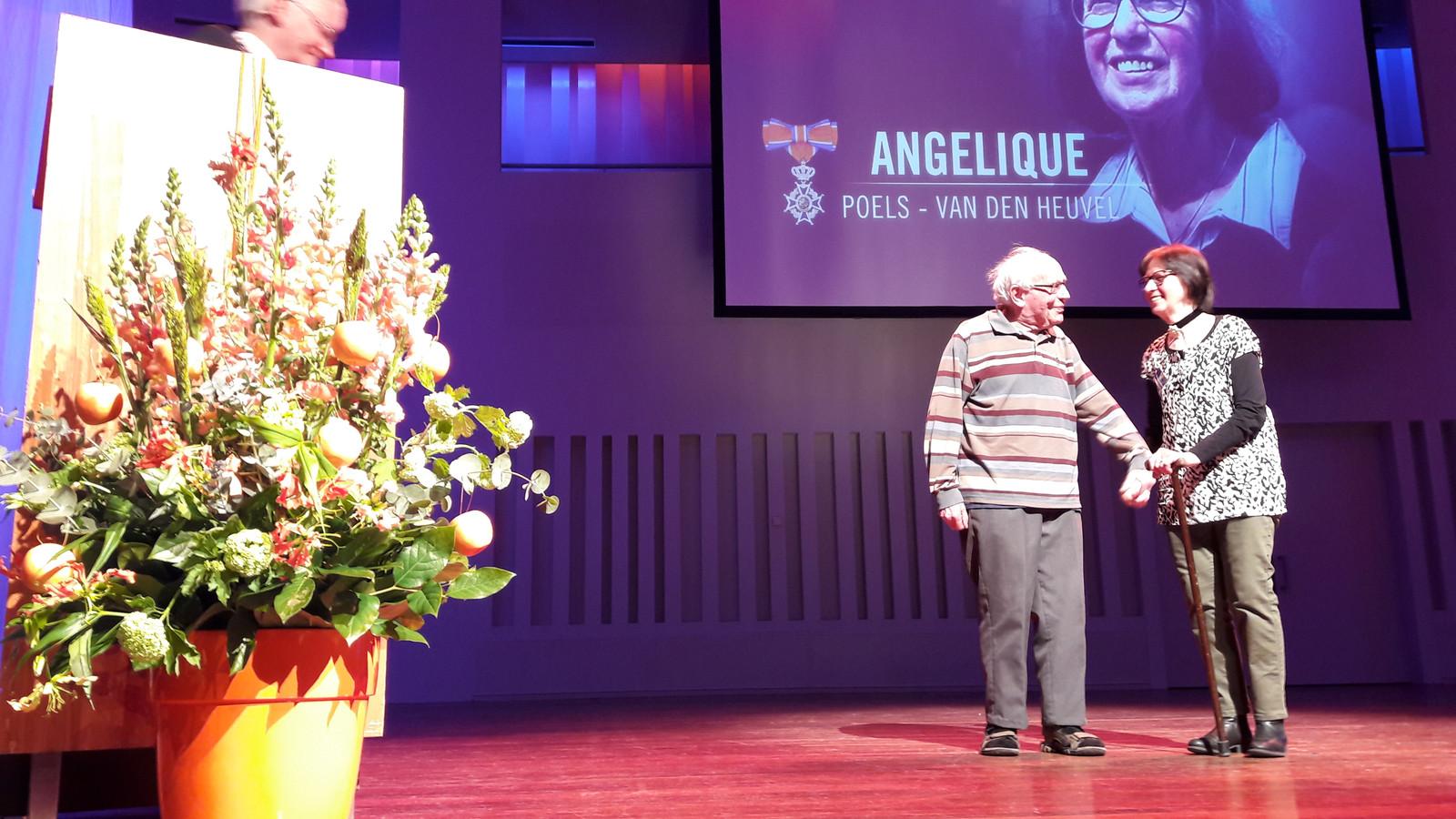 Ook Angelique Poels kreeg een onderscheiding.