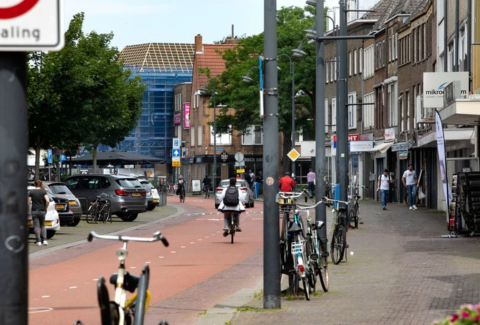 Een ondernemer heeft naast een shisha-lounge ook een bakkerij en een restaurant in de Eindhovense Kruisstraat. Tijdelijke sluiting van de lounge raakt ook die bedrijven.