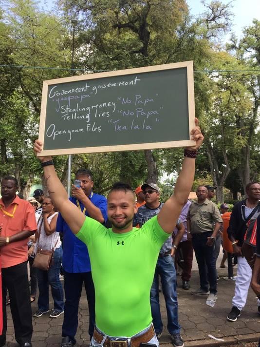 Protesten Surina tegen Bouterse nav financiële chaos onvrede Surinamers