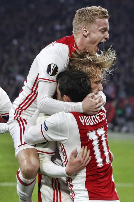 VIDEO: Oppermachtig Ajax voor het eerst in 14 jaar naar Europese kwartfinale
