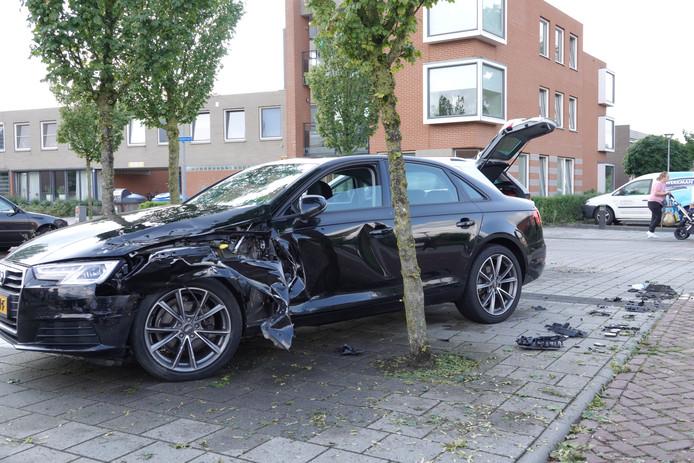 De auto's raakten flink beschadigd.
