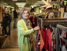 Wilma is vrijwilliger bij De Beurs in Denekamp: 'Shoppen bij kringloop is ineens hartstikke hip'