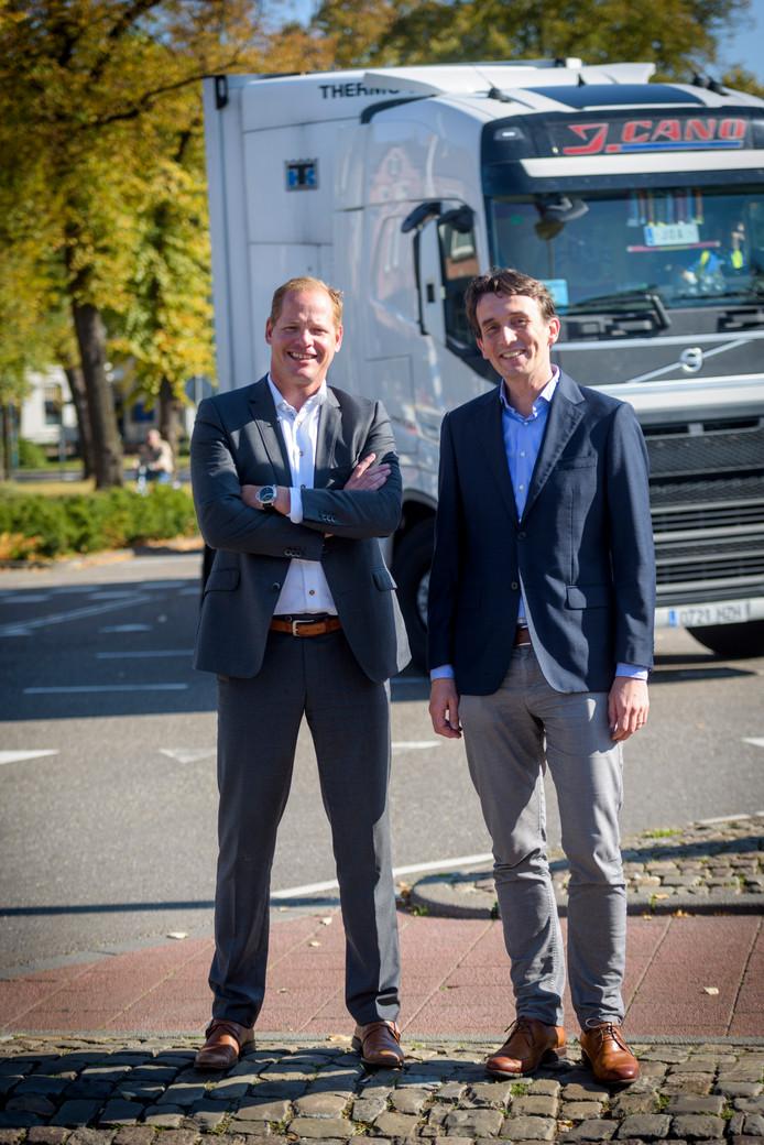 Jeroen Kon (links) en Matthijs Somhorst in het centrum van Valkenswaard. De aanleg van de nieuwe N69 heeft tot doel de verkeersdrukte van vrachtwagens weg te nemen.