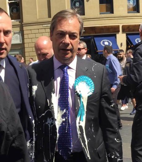 Brexit-kopstuk Nigel Farage besmeurd met milkshake