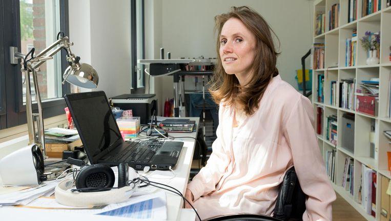 Sara van der Kooi: 'Door het schrijven kan ik iets doen met alles wat mis gaat' Beeld Ivo van der Bent