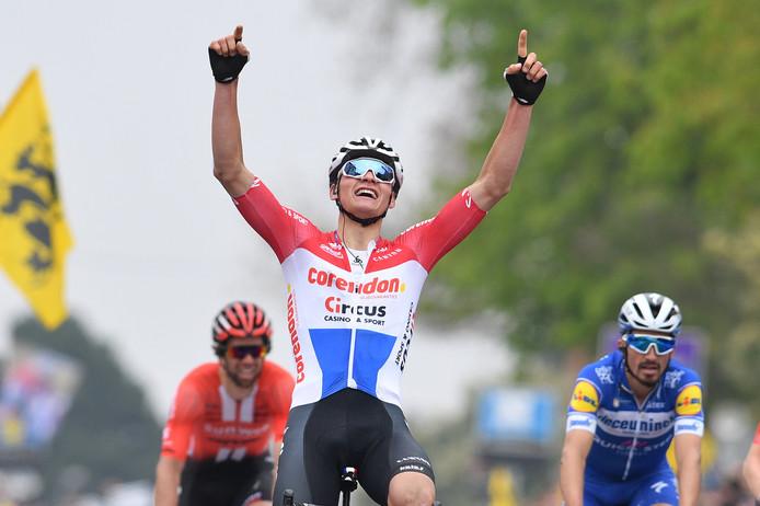 Mathieu van der Poel klopt Alaphilippe, Wellens en Matthews.