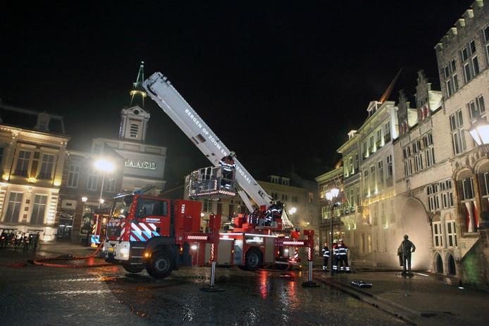 De brandweer was met groot materieel aanwezig. foto Chris van Klinken/het fotoburo