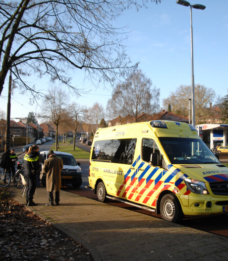 Fietsster belandt na aanrijding met oudere man in ziekenhuis