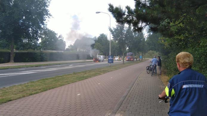 Busje vat vlam in Doetinchem.
