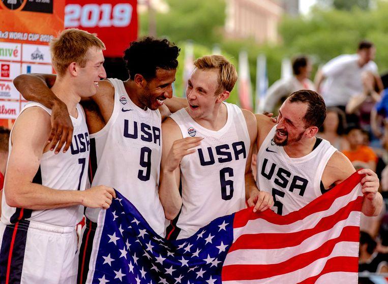 Het Basketbalteam uit de Verenigde Staten wint de finale van de FIBA 3x3 World Cup op het Museumplein. Beeld ANP / Sander Koning