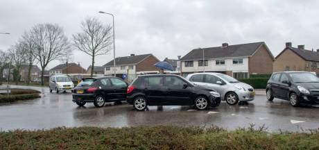 Auto's botsen op elkaar op kruising in Gendt