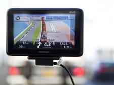 Inbrekers gooien gestolen navigatiesyteem uit auto tijdens achtervolging