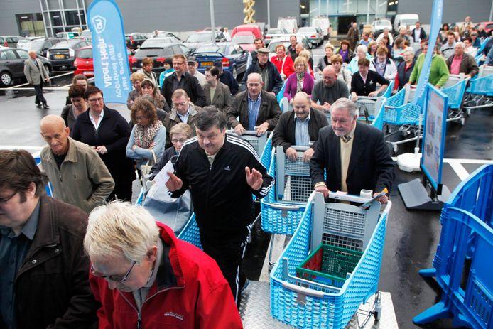 Een foto uit de oude doos: in 2012 zorgde de opening van Albert Heijn langs de Brugsesteenweg voor een ware overrompeling.