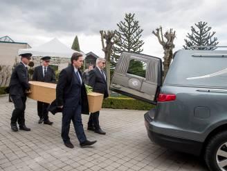 Al vier dagen meer dan 100 coronadoden: lijkwagens mogen voortaan meerdere overledenen tegelijk vervoeren