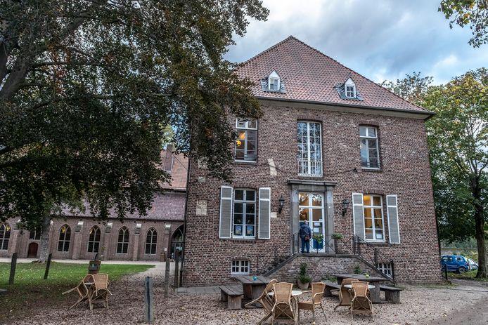 Bij Klooster Graefenthal in Goch heeft de duitse politie vanochtend een inval gedaan. Er zou een vrouw tegen haar wil worden vastgehouden.