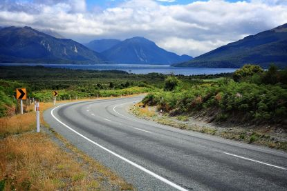 Nieuw-Zeeland voert nieuwe heffing in voor internationale toeristen en maakt visa duurder