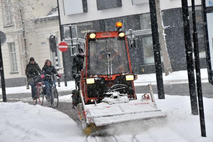 Tilburg loopt vooruit op de opsplitsing van Haaren en gaat deze winter de wegen in Biezenmortel sneeuwvrij maken. Boxtel neemt alvast Esch voor zijn rekening.
