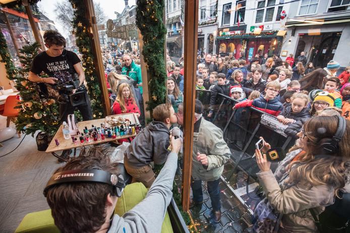 Tijn kust zijn opa in 3FM's Glazen Huis (2016)