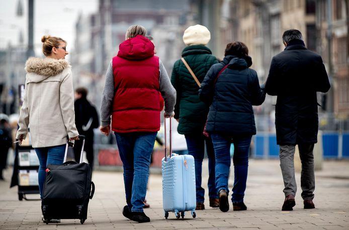 Toeristen kunnen in Den Haag, ondanks een verbod, nog steeds op veel plekken terecht in woningen via sites als Airbnb.