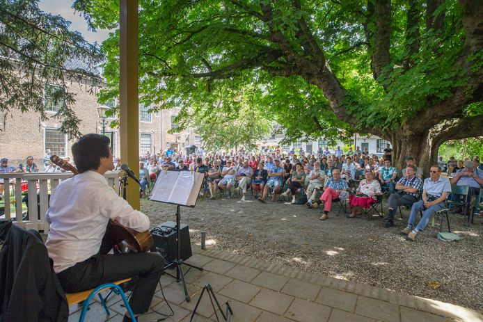 Een concert in de Manhuistuin in Goes.