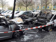 Vooral ouderen gedupeerd door autobranden bij Hoffmannflat in Tilburg, 'Dit autootje was alles voor mijn opa'
